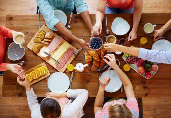 Brötchenbringdienst, Brötchen, Bretzel, Brot, Käse, Wurst für den Frühstückstisch liefern lassen
