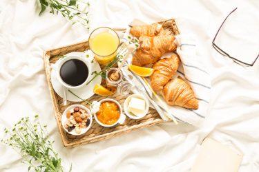 Frühstück im Bett, Brötchen, Kaffee, Croissant nach Hause liefern lassen, beckmann-bringts.de